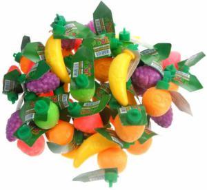 Fruitflesjes gevuld met fruitsmaak prijs per stuk.