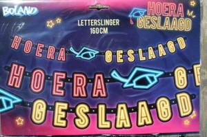Letter guirlande 'HOERA GESLAAGD' neon kleuren