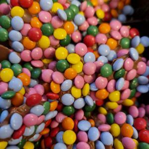 Chocolade confetti flikken per 100 gram