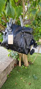 Kunstleren handtas met stikken zwart